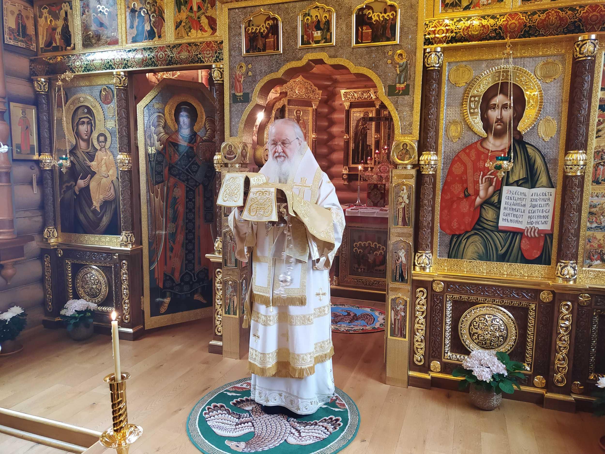 В Неделю 19-ю по Пятидесятнице Святейший Патриарх Кирилл совершил Литургию в Александро-Невском скиту