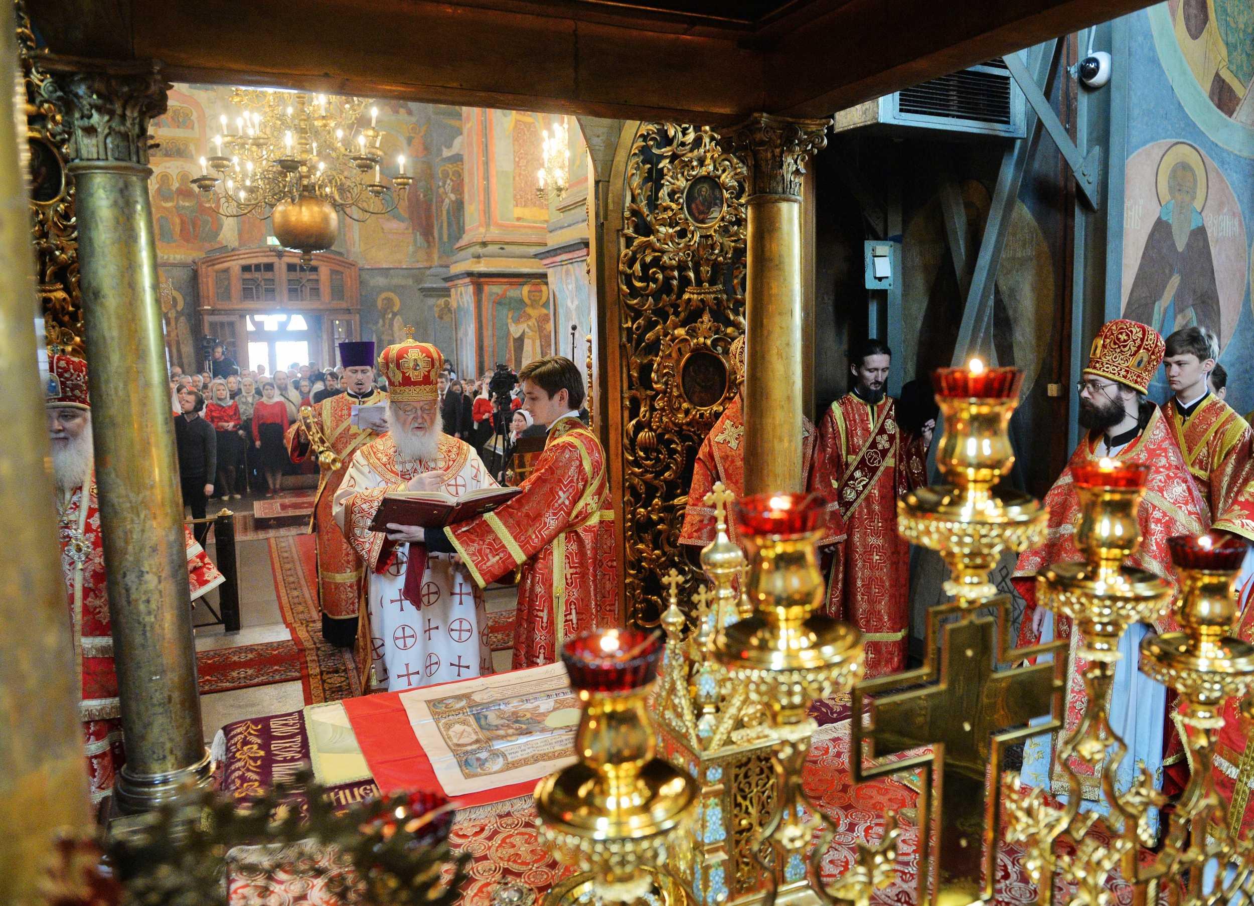 В день Радоницы Предстоятель Русской Церкви совершил Литургию в Архангельском соборе Московского Кремля